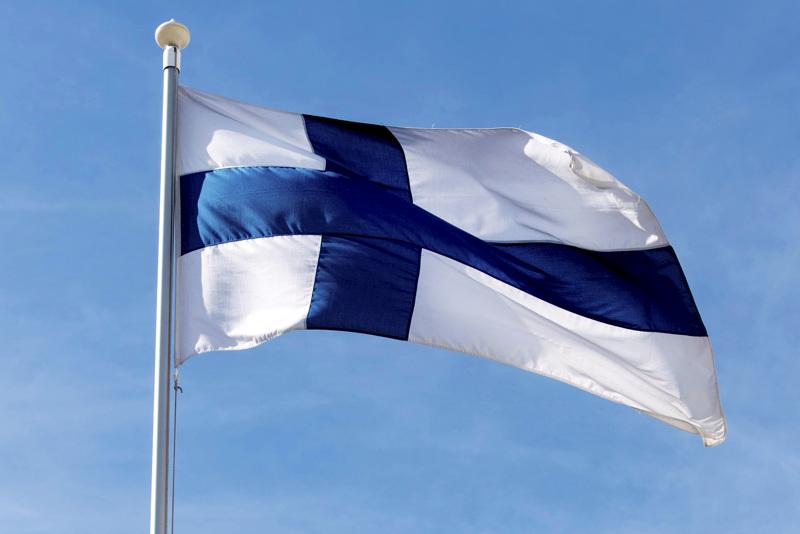 Kirjoittaja käy läpi Suomen itsenäisyyteen eri tavoin vaikuttaneita henkilöitä.