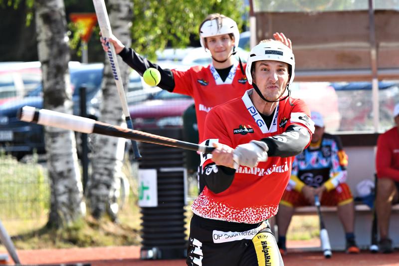 Haapajärven Pesä-Kiilojen Onni Piiponniemi oli tehokkaalla pelipäällä Vetelin Ruohopatilla. Haapajärvisten kokeneeseen kalustoon kuuluva pelaaja löi sunnuntaina kolme juoksua ja toi kaksi.