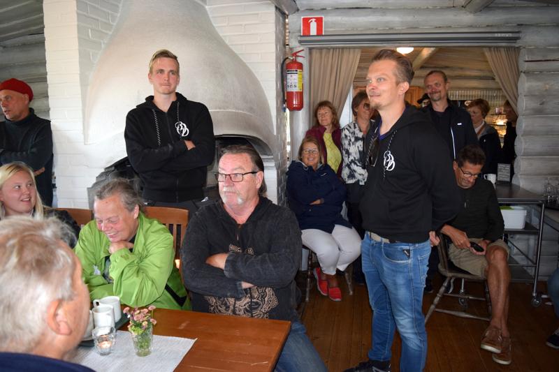 Mika Vacker (oik.) sai palautetta igluhankkeesta taatusti riittävästi.
