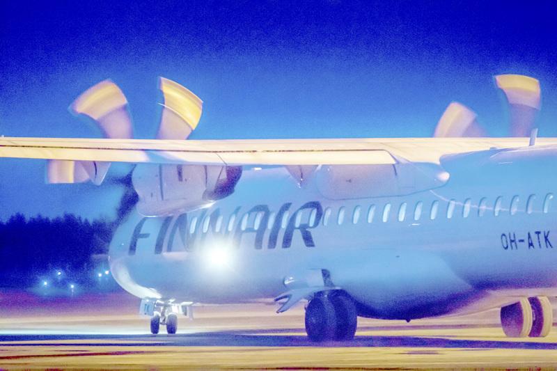 Viimeinen kone Kruunupyystä lähti maaliskuun 19. päivänä. Siitä lähtien lentoasema on ollut kiinni.