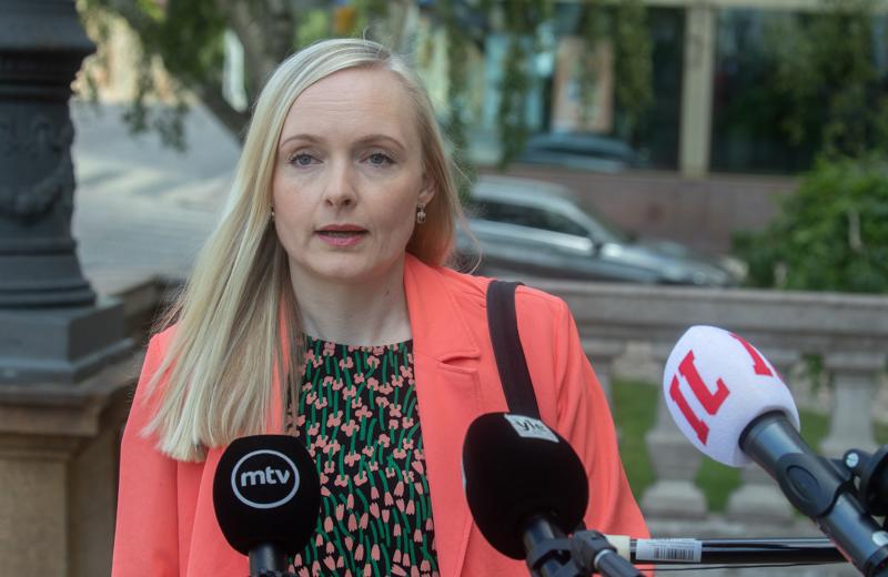 Sisäministeri Maria Ohisalon (vihr.) mukaan Suomi noudattaa edelleen varovaista linjaa.