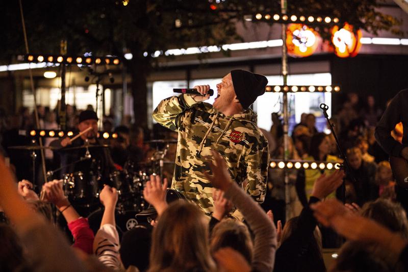 Redrama esiintyi Kaupan ja kulttuurin yössä vuonna 2018.