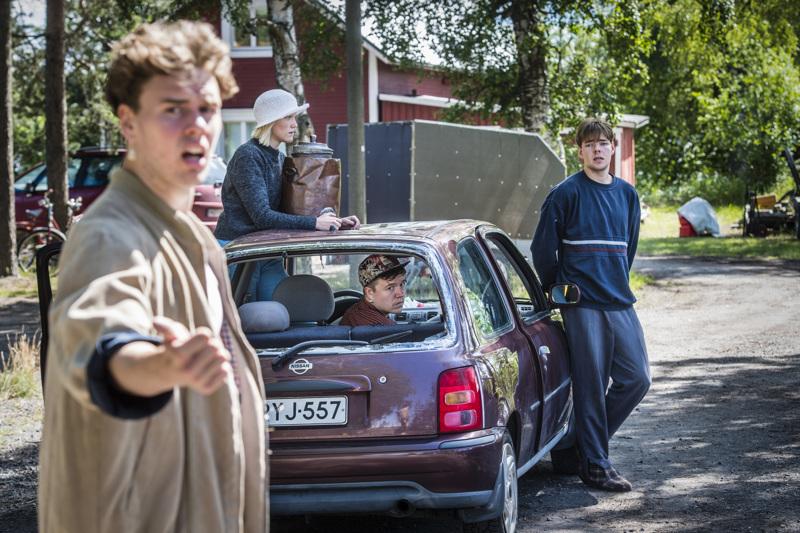 Yxpila-Hammerfest-näytelmässä esiintyvät Otto Rokka, Eeva Mäkinen, Nicklas Pohjola ja Arppa Airola.