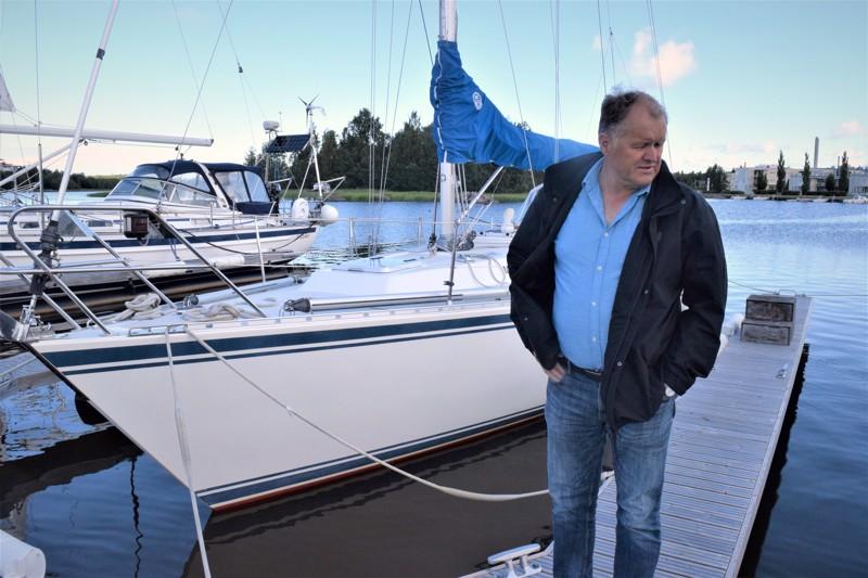 Lars-Erik Nyman on huomannut, että lapsiperhekin saattaa vaihtaa moottorivenettä purjealukseen.