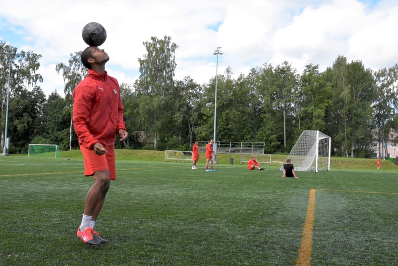 Jo kaksi sarjapeliosumaa tehtailleella Anthony Olusanyalla oli pallo hallussa torstaina harjoituksissakin. Sunnuntain MP-kotiottelua hän ei myönnä jännittävänsä.