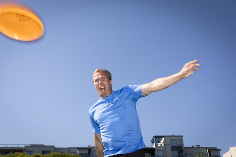 Näyttelijä Jukka Rasila on todella aktiivinen frisbeegolf-harrastaja. Hän teki vuonna 2018 eri kentillä yhteensä noin 170 kierrosta.
