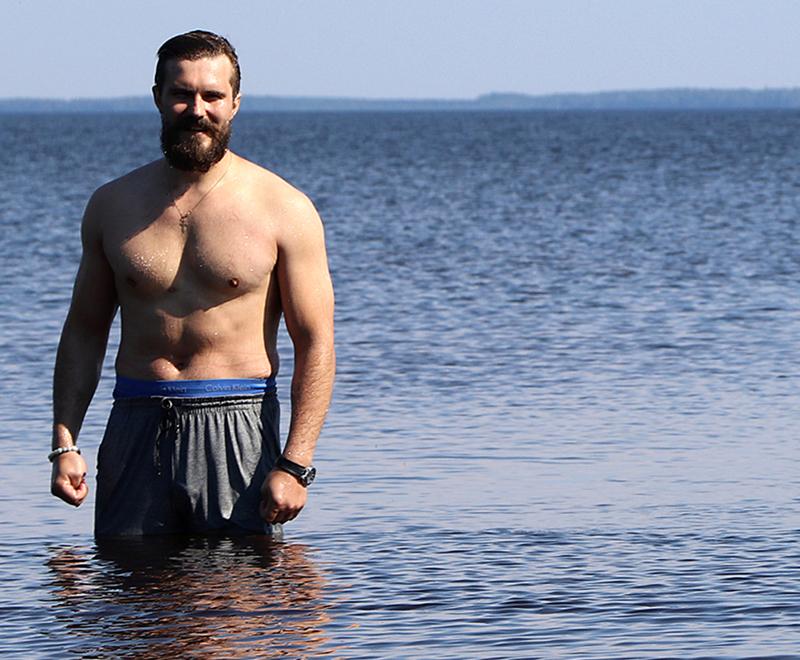 Vimpelin kunnanjohtaja Sam Leijonanmieli (ent. Sami Gustafsson) on yksi sotatieteiden koulutuksen saaneista kunnanjohtajista. Hän tempaisi kesäkuun helteillä yhdessä naapurikuntien johtajien kanssa kävelemällä Lappajärven ympäri.