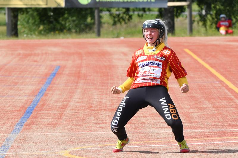 Kuulattarien Kia Hannus tuulettaa kakkosrajapuhkaisuaan.