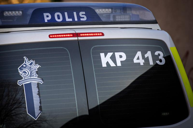 Nivalassa on tullut poliisille hälytyksiä heinäkuun aikana lähemmäs parikymmentä, joissa keskustassa asuvat ihmiset valittavat mopojen sekä moottoripyörien silmittömistä ja häiritsevistä ajamisesta.