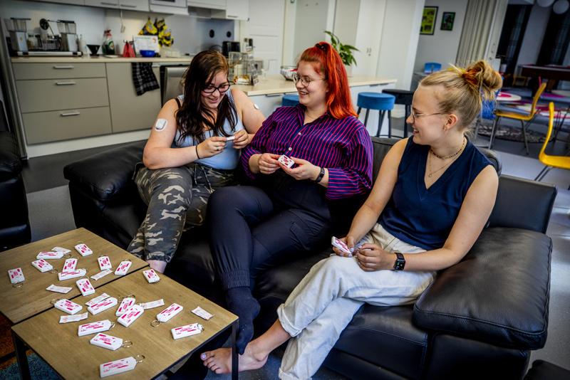 Opiskelijat Karoliina Tuikka, Pilvi Mantere ja Sofia Leinonen kokevat maksuttoman ehkäisyn tärkeäksi. Heistä siitä pitäisi mainita jo yläasteella terveystiedon tunneilla ja jakaa tietoa sosiaalisessa mediassa.