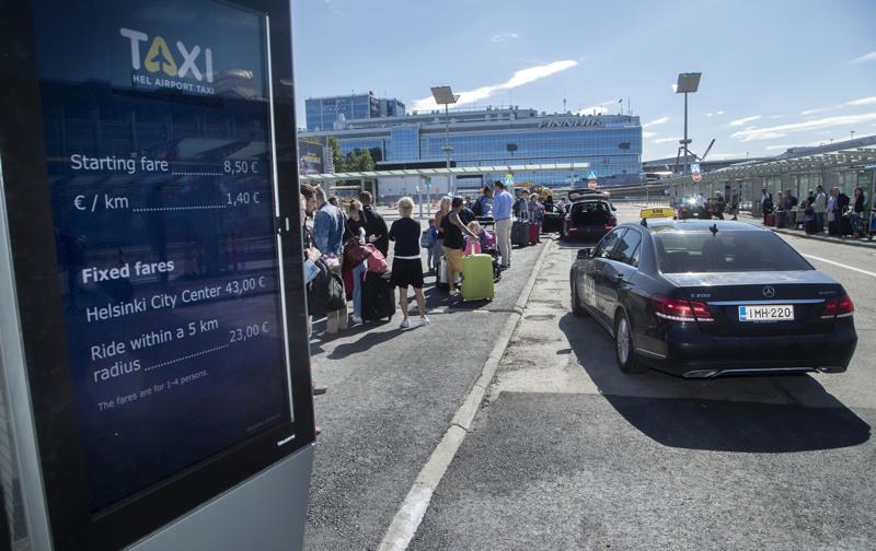 Edellisen hallituksen liikenne- ja viestintäministeri Anne Berner toteutti taksilain uudistuksen, joka on herättänyt kritiikkiä. Helsinki–Vantaan lentokentällä liikenne muuttui 1.7.2018.