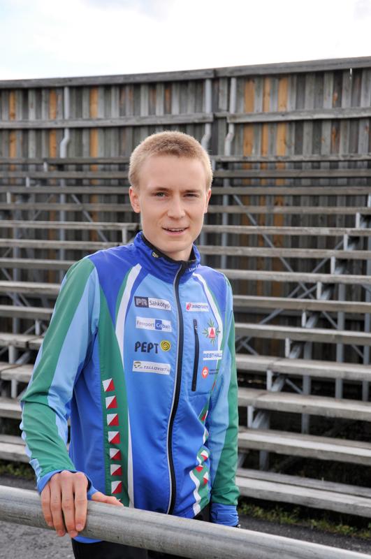 Olli Koivumäki kilpailee tänä kesänä varusmiespalveluksen ehdoilla. Suunnistuksen SM-kilpailut ovat syksyllä.