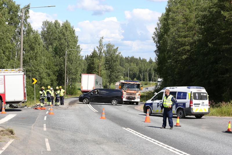 Parkanon liikenneonnettomuudessa loukkaantui seitsemän ihmistä. Kuva onnettomuuspaikalta.