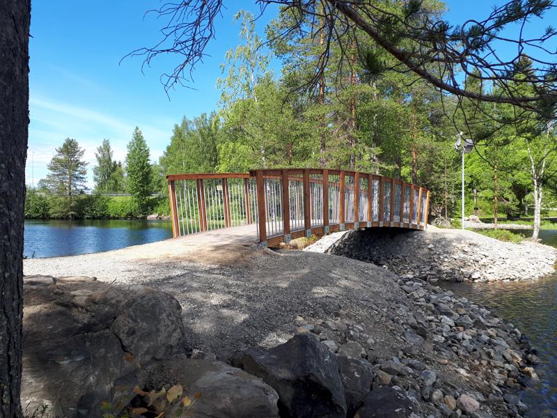 Kajaanin kaupunki päätyi Toholammilla valmistettuihin siltoihin puumateriaalin ja maisemaan sopivan mallin takia. Myös luonnonmukaisuus ja kotimaisuus miellytti.