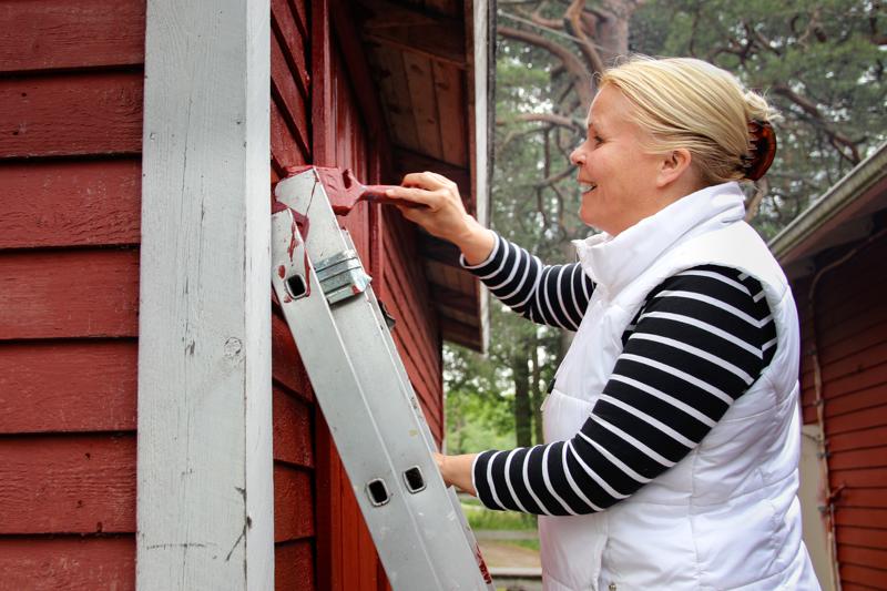 Avantouintiseura Kuutti on Kokkolassa toimiva talviuinnista ja saunomisesta nauttivien seura. Puheenjohtaja Marjut Marttila kertoo työnkuvansa olevan moninainen, ja kesälläkin hän osallistuu erilaisiin talkoisiin ja puuhasteluihin Palmahovin tiluksilla.