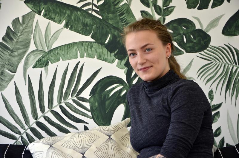 Heikkisen lempiteos on hänen huoneensa seinän peittävä viherkasvimaalaus.
