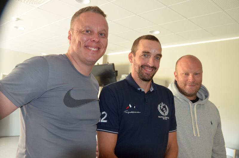 Kova kolmikko. Jaakko Mäki-Petäjä (vasemmalta), Teppo Seppälä ja Mikko Luhtaniemi tekevät paljon työtä sulkapallon hyväksi.