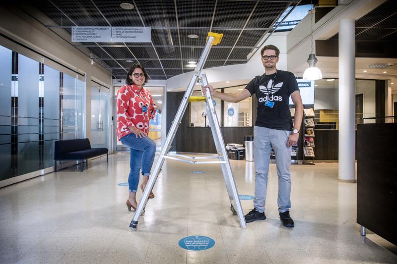 Uudet opiskelijat aloittavat Kpedussa elokuun ensimmäisellä viikolla. Kuvassa Kpedun opintoasiainpäällikkö Merja Kivelä ja toimistosihteeri Jetro Sääskilahti.