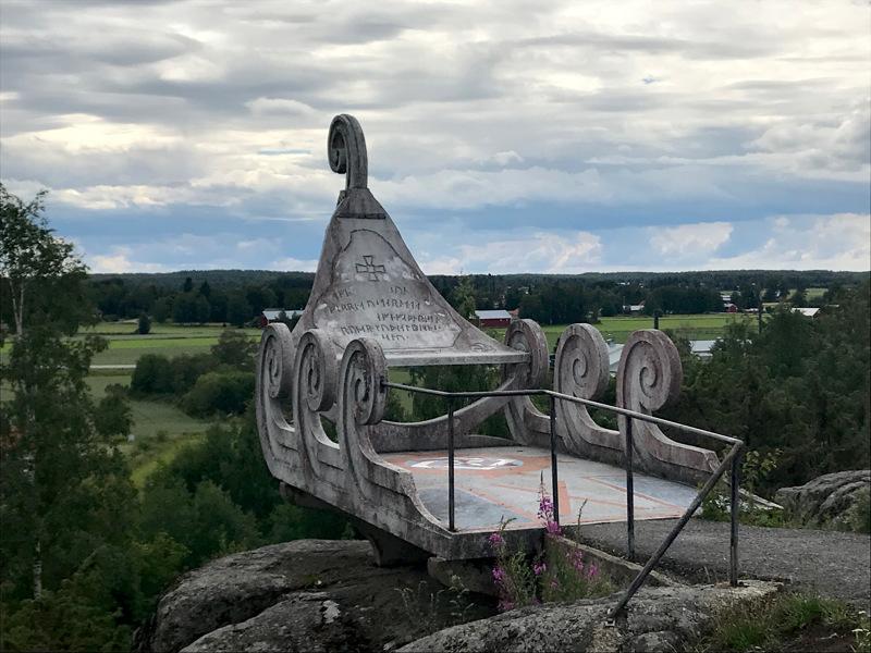 Ehrs Parkenin näkyvin luomus on kalliokielekkeellä sijaitseva antiikin ajan vaunu.