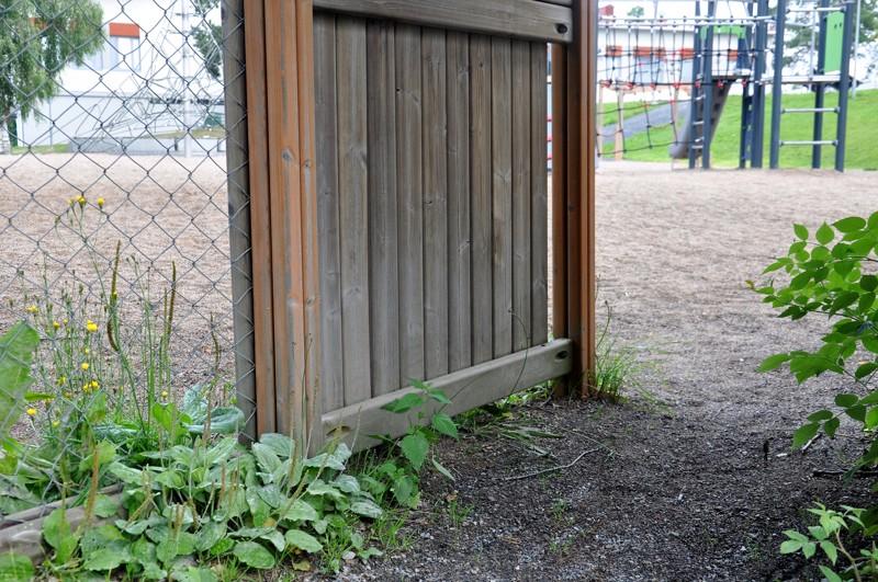 Kaustisella kuntalaisilla on lupa kitkeä rikkaruohoja yleisiltä paikoilta. Leikkipuistot ovat alueita, joita kuntalaiset saavat vapaasti siistiä.