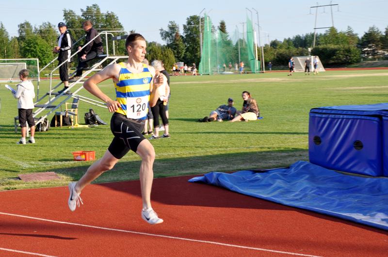 Joni Virkkala on parantanut 1500 metrin ennätystään tällä kaudella yli seitsemän sekuntia.