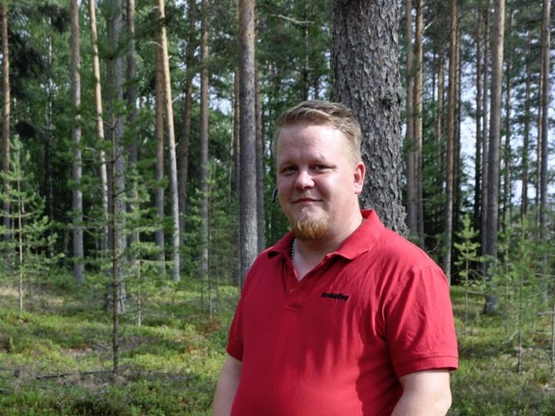 Onnea! Metsäkoneyrittäjä Olli Tuikkanen kertoo, että metsätyössä pitää pystyä olemaan yksin.