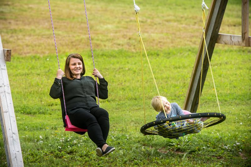 Himankalainen Laura Tilus kertoo, että yhdistystoiminta on koko perheen yhteistä puuhaa. Lähes kaikessa voi olla mukana myös lasten kanssa.
