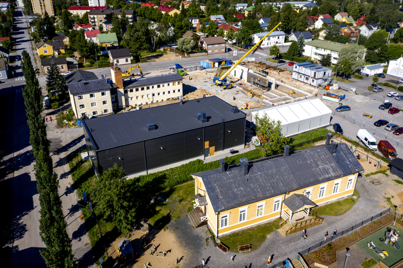 Reino Herlevin ja Hans Snellmanin mukaan valmis paloasema tulee istumaan ympäristöönsä hyvin.