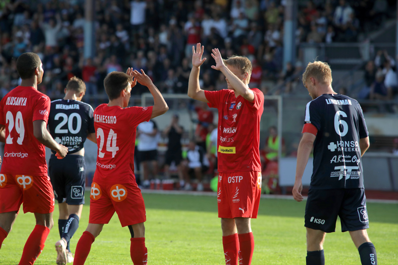 Jaron voittomaalin syötti Anthony Olusanya ja viimeisteli Severi Kähkönen. Juhliin osallistuu myös Joni Remesaho.