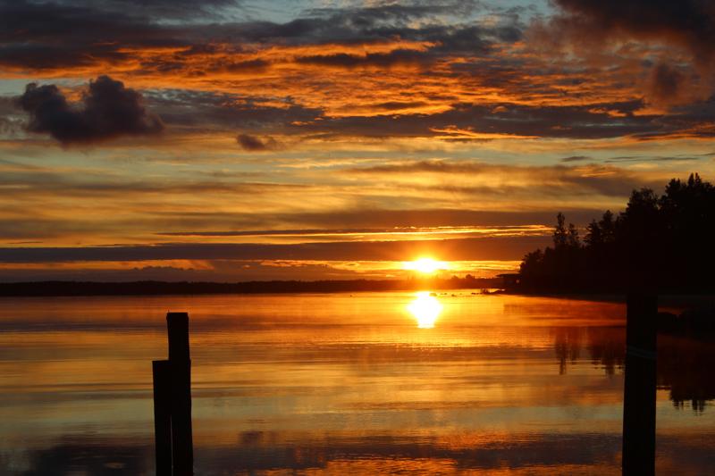 Auringonlasku Öjan Brygganilla.
