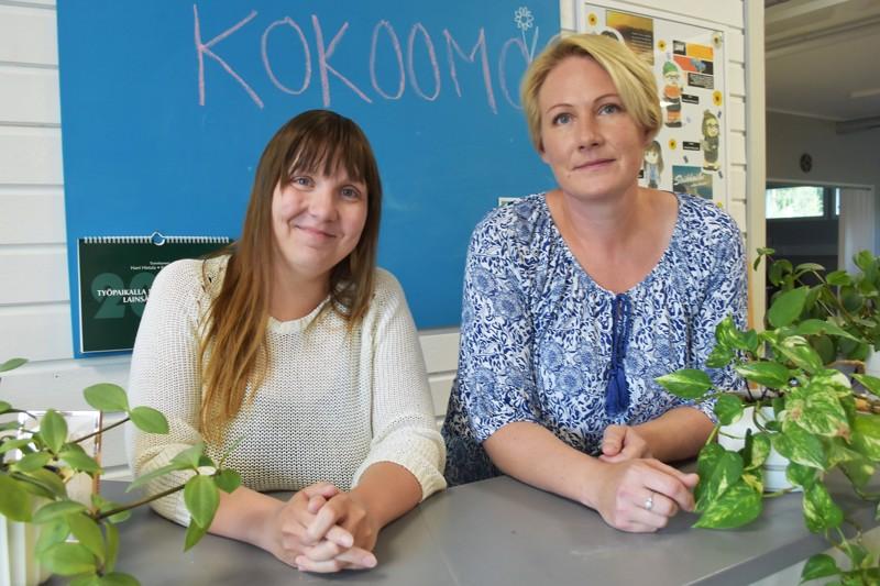 Kelekka-hankkeen projektipäällikkö Susanna Lehtilahti ja hanketyöntekijä Johanna Vatjus tarjoavat lisätukea haapavetisille työttömille työ-, koulutus- ja kuntoutuspaikkojen löytämisessä.