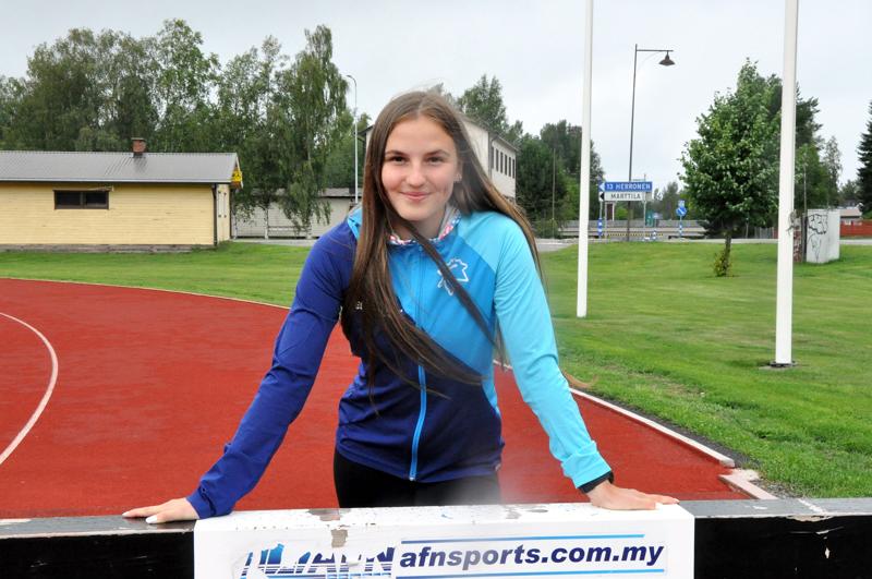 Melissa Kykyri on kilpaillut estejuoksussa 14-vuotiaasta asti. Estetekniikka on hioutunut harjoittelun ja kilpailujen kautta.