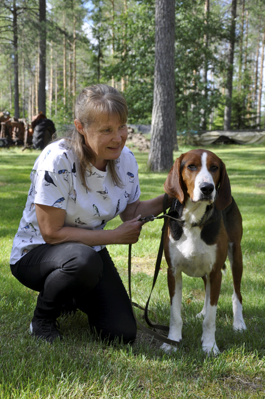 Hyvää nimipäivää Asta! Metku-koira on Asta Jämsän lenkkikaveri.