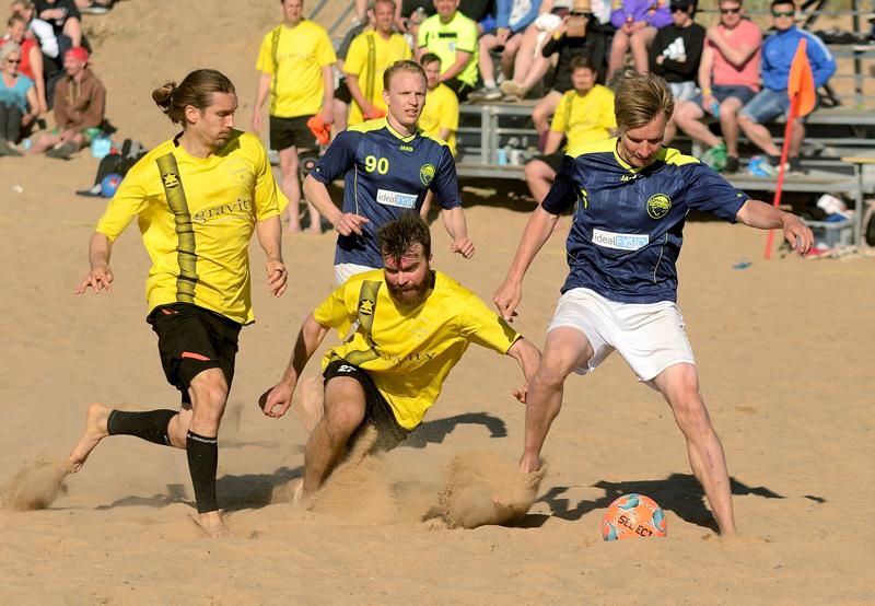 Hiekkasärkillä voidaan myös tänä vuonna pelata beach futista, vaikka turnaus oli keväällä vaakalaudalla koronaviruspandemian vuoksi.