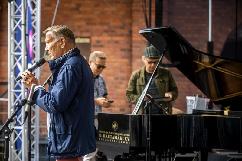 Eino Grön, Jukka Perko ja Iiro Rantala konsertoivat Tullipakkahuoneella Kokkolassa.