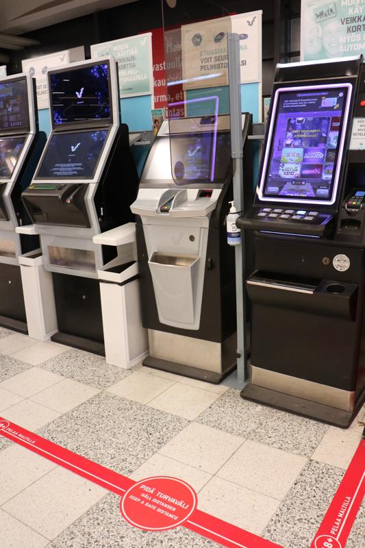Heinäkuussa avattiin vain noin puolet peleistä, jotta asianmukaiset turvavälit toteutuvat. Hajasijoitettujen peliautomaattien määrä vähenee joka tapauksessa tänä vuonna yli 40 prosentilla.