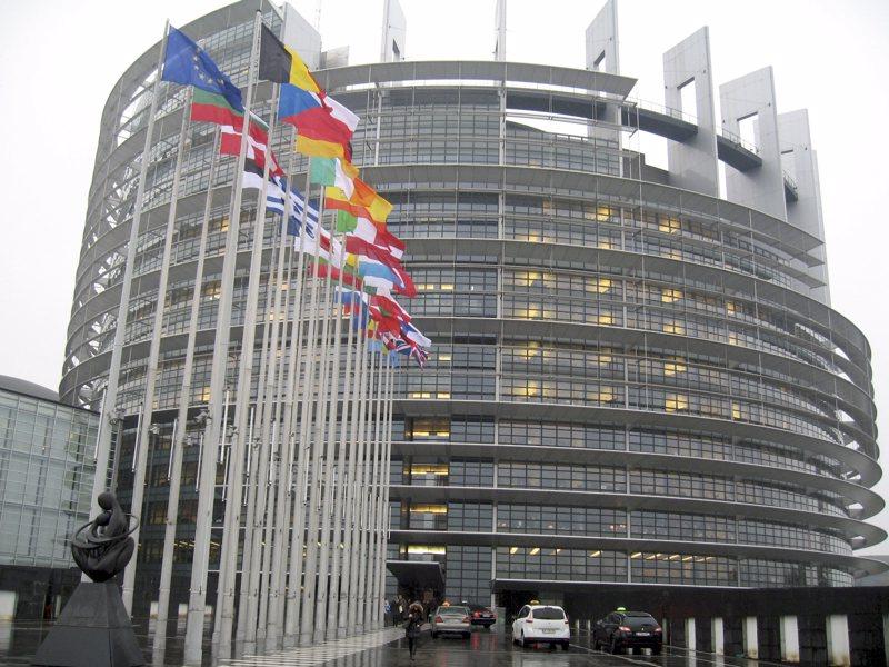 Kirjoittaja muistuttaa, että EU:n budjetti ja koronapaketti käsitelään vielä Euroopan parlamentissa. Kuvassa parlamentin talo Strasbourgissa Ranskassa.