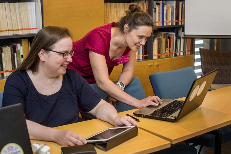 VirtuaaliKaustinen piti Ira Korkalan ja Anne-Mari Hakamäen työn touhussa festivaaliviikolla.