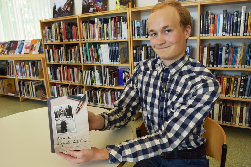 Kirjan toimittaminen oli Haapaveden lukiota käyvälle Miikka Myllykankaalle mieluinen kesätyö. Isopapan kirjeet isomummolle olivat Miikan yllätykseksi varsin tunteikkaita.