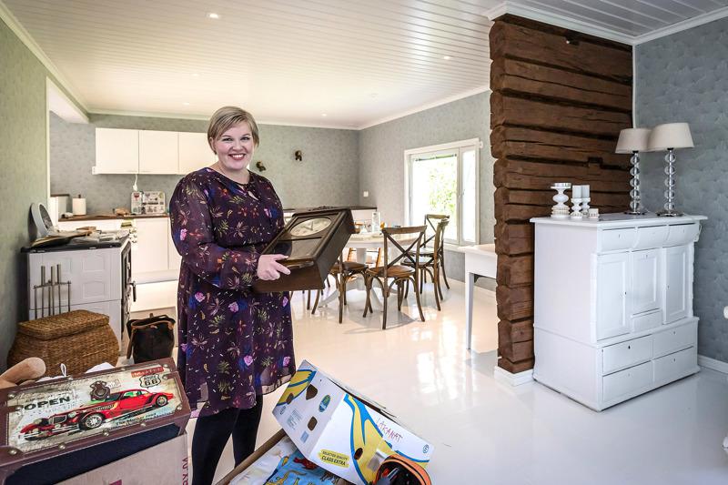 Remontti on valmistunut Annika Saarikon 1910-luvulta peräisin olevalla sukutilalla Oripäässä. Näkyviin jäivät avaran vaaleaan sydänhuoneeseen 1800-luvulta peräisin olevat hirret.