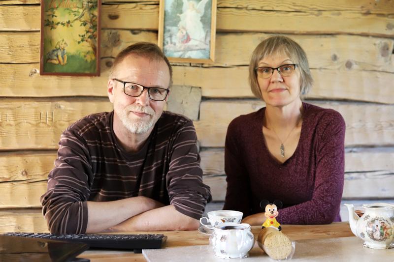 Maru ja Esa Pikkumäki kunnostavat vanhaa Ranta-Eilolan hirsitaloa Merijärvellä. Valtava urakka on opettanut paljon, mutta kiirettä kaiken valmiiksi saamiseen ei ole. Suurimmat vaiheet on jo tehty.