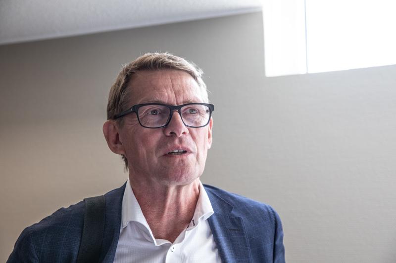 Valtiovarainministeri Matti Vanhanen sanoi keskustajohdon kokouksessa Nokialla, että maskit odottavat kotona sitä päivää, kun suositus tulee.