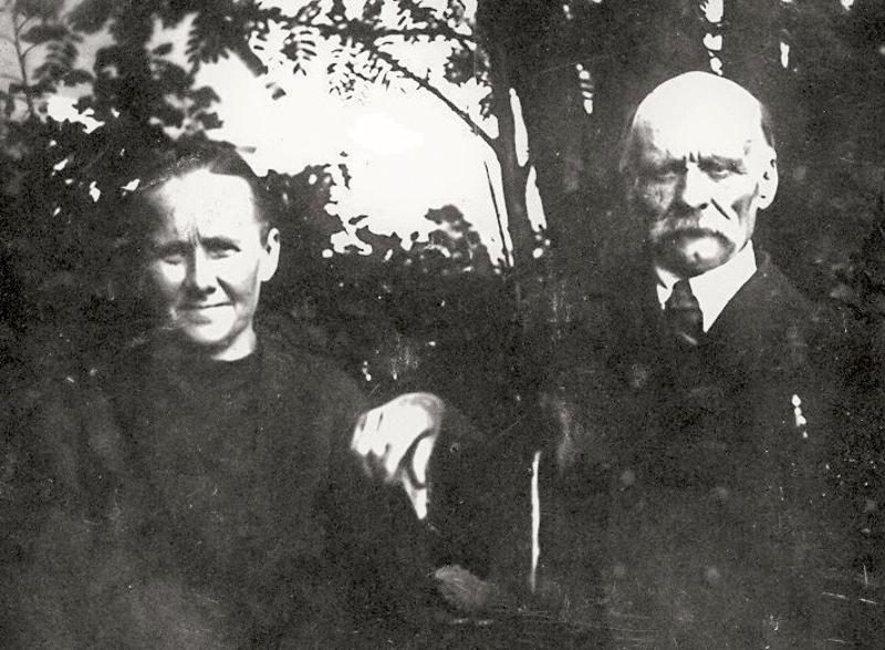 Manta ja Otto. Otto Määttälä oli Amandan toinen aviomies, edesmenneen Aaronin isoveli. Liitto kesti pitkään ja kodin henkeä on luonnehdittu rakastavaksi ja sopusointuiseksi.