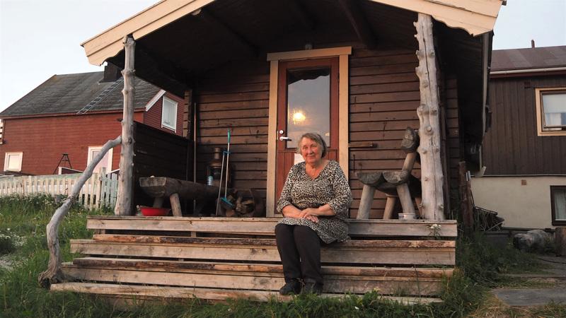 Suomalaissiirtolaisten jälkeläinen Elsa Haldorsen tarjoaa Pykeijassa mökkimajoitusta ja saunaelämyksiä turisteille.