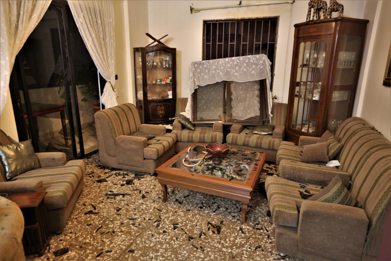 Köyhää Beirutia koettelevat myös valtavat aineelliset vahingot.