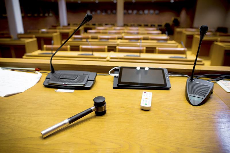 Ketkä istuvat tässä salissa ensi kesänä alkavalla valtuustokaudella ja kenen käteen asetellaan puheenjohtajan nuija? Näihin kysymyksiin haetaan vastausta nyt, kun puolueet haalivat riveihinsä ehdokkaita kevään kuntavaaleihin.