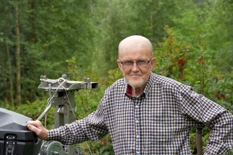 Onnea nimipäivänä! Toimi Kalliokoski Lestijärveltä viihtyy luonnossa. Mönkijällä hän kulkee metsätöissä.