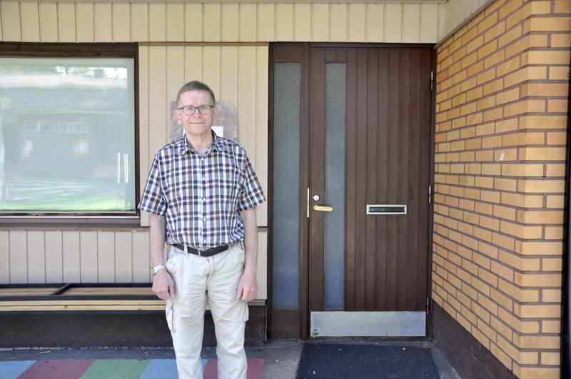 Väistötiloissa. Lassi Mäkelä kertoo, että Lestijärven koulu toimii väistötiloissa, kunnes uusi koulu valmistuu.