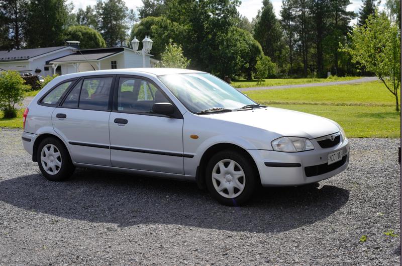 Lauri Kääriäisen Mazda 323, vm. 1998 on palvellut samaa perhettä jo 17 vuotta.