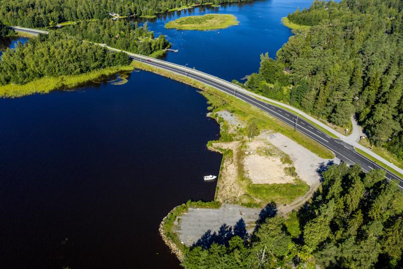 Hickarön entisen motellin tontti sijaitsee Kokkolan ja Pietarsaaren välillä kulkevan Rantatien varrella.